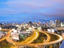 Maneira expressa de Banguecoque no crepúsculo com céu nebuloso Fotos de Stock Royalty Free