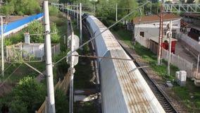 Maneira longa movente do trem de mercadorias filme