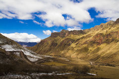 Maneira no montanhês e no vale abaixo Fotos de Stock