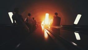 Maneira sombrio da escada rolante para baixo no metro Fotografia de Stock Royalty Free