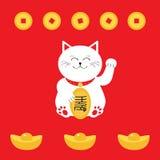 Удачливый кот держа золотую монетку Значок лапки руки кота Maneki Neco японца развевая Стоковые Фото