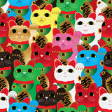 Maneki Neko färbt viel nahtloses Muster der Ganzseite Lizenzfreie Stockfotografie