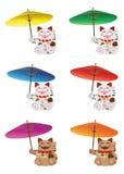 Maneki Neko hållande paraplyuppsättning Arkivbild