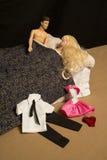 Manen kvinna, kopplar ihop, har att könsbestämma, gör förälskelse i säng Royaltyfri Fotografi