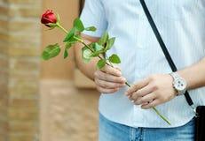 Man med blomman Royaltyfri Foto