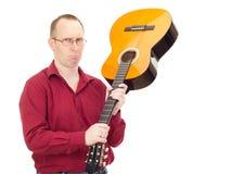 Man med gitarren Arkivbild