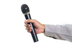 Manen räcker den hållande mikrofonen Arkivfoton