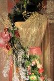 Manequim coberto em ornamento coloridos do Natal Fotografia de Stock Royalty Free