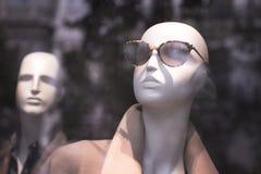 Manequim dos óculos de sol da loja da forma do manequim da loja Fotos de Stock