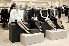 Manequins em uma loja de roupa Foto de Stock Royalty Free