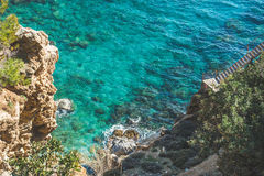 Manera abajo a las aguas de la laguna y de mar de la turquesa, Turquía Foto de archivo libre de regalías