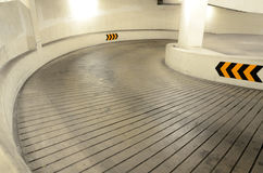Manera al estacionamiento subterráneo Fotos de archivo libres de regalías