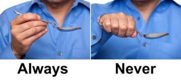 Manera apropiada de sostener una cuchara Imagenes de archivo