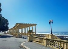 Manera costera con la pérgola en Foz hacer el Duero y Océano Atlántico, Oporto, Portugal fotos de archivo libres de regalías