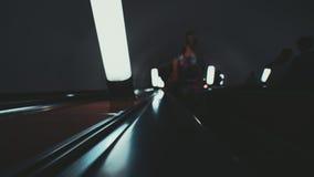 Manera de la escalera móvil abajo en metro Imágenes de archivo libres de regalías