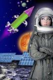 Manera de la mujer del casco de la nave espacial del astronauta de los aviones Foto de archivo libre de regalías