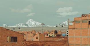 Manera de las montañas y de cable de los Andes en Bolivia Fotografía de archivo