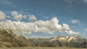 Manera de las montañas y de cable de los Andes en Bolivia foto de archivo libre de regalías