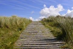 Manera de madera del paseo de la playa Foto de archivo libre de regalías