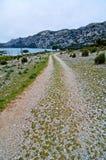 Manera de Mallorca cerca del mar y de las montañas Fotografía de archivo