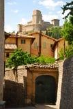 Manera del callejón en Assisi foto de archivo