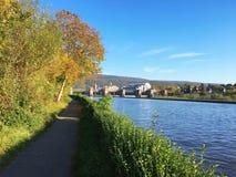 Manera del paseo, el río Neckar, Heidelberg, Alemania, Europa Imagen de archivo
