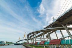Manera del puente y de la inundación del río Imagenes de archivo