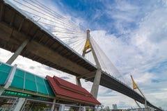 Manera del puente y de la inundación del río Imágenes de archivo libres de regalías