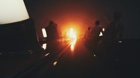 Manera oscura de la escalera móvil abajo en metro Imágenes de archivo libres de regalías