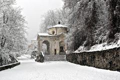 Manera sagrada en la estación del invierno imagen de archivo
