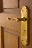 Maneta de puerta de cobre amarillo foto de archivo libre de regalías
