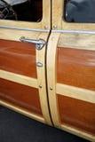 Maneta de puerta de madera del carro de estación Fotografía de archivo