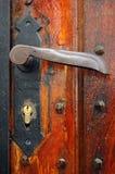 Maneta de puerta oxidada vieja Imágenes de archivo libres de regalías