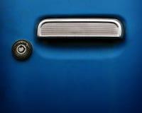 Maneta y ojo de la cerradura del coche imagen de archivo