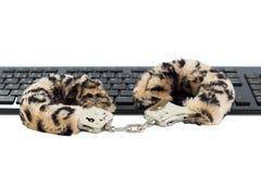 Manette del giocattolo del sesso su una tastiera immagini stock libere da diritti