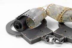 Manette della polizia su un fondo bianco Fotografia Stock