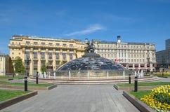 Manezhnaya kwadrat i fontanna zegar pokój w Moskwa, Rosja zdjęcia stock