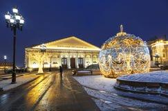 Manezhnayavierkant dat tijdens Kerstmis en Nieuwe jaarvakantie wordt verfraaid in de vroege ochtend, Moskou stock foto's
