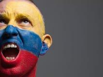 Manframsida som målas med den colombianska flaggan Royaltyfri Fotografi