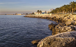 Manfredonia (Gargano) när dagen ankommer royaltyfri fotografi