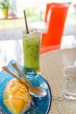 Manga com arroz pegajoso e chá verde Imagens de Stock Royalty Free