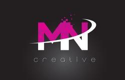 Manganèse M N Creative Letters Design avec les couleurs roses blanches Photo stock