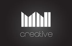 Manganèse M N Letter Logo Design With White et lignes noires Photographie stock