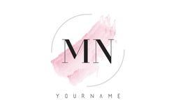 Manganèse M N Watercolor Letter Logo Design avec le modèle circulaire de brosse Photos stock