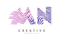 Manganèse M N Zebra Lines Letter Logo Design avec des couleurs magenta Photos libres de droits