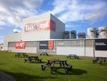 MANGATAINOKA, NOUVELLE-ZÉLANDE - juillet 2014 - Tui Beer, actif sur les banques du Mangatainoka depuis 1889 Images libres de droits