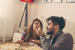 Manger de la pizza Image libre de droits