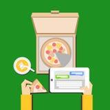 Manger de la pizza et causerie du concept d'illustration Conception plate Photos libres de droits
