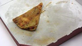Manger de la vieille pizza Image libre de droits