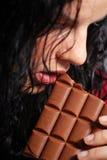 Manger du chocolat Photographie stock libre de droits